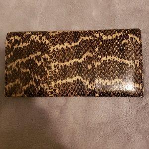 Handbags - NWT Mundi Womans wallet